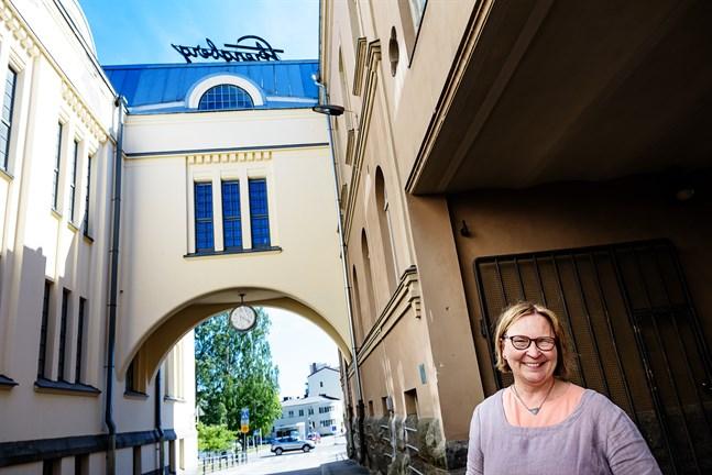 Kristina Stenman är fortsättningsvis engagerad i vad som sker i Jakobstad. .