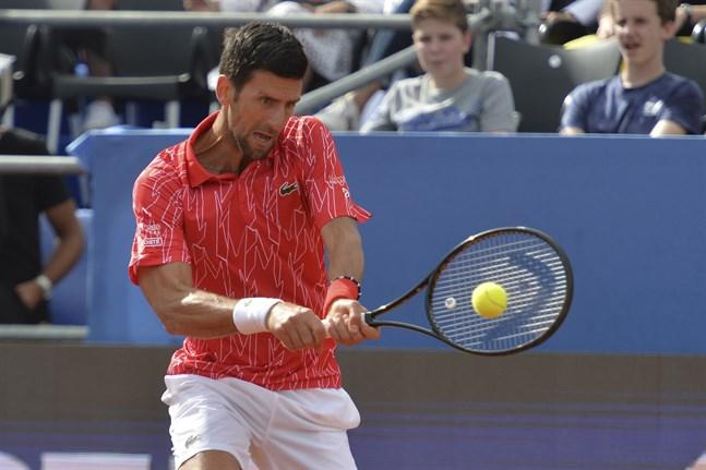 Även Novak Djokovic har testat positivt för corona efter en tennisturnering han själv ordnat.