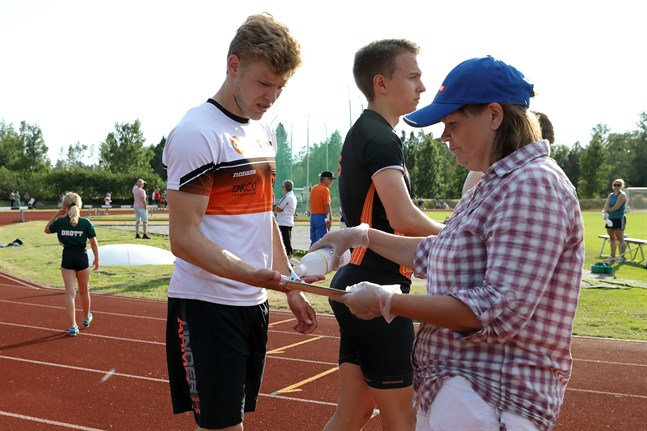 Christoffer Envall satsar på numera på sprint. Något som går stick i stäv med den allmänna utvecklingen att man börjar löpa längre sträckor i högre ålder.
