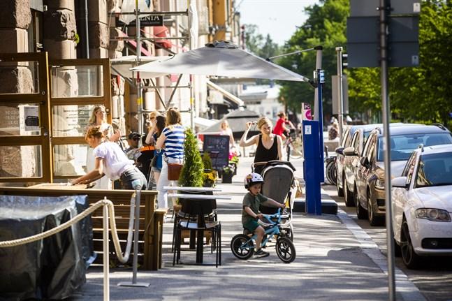 Från den 30 april gäller nya, lindrigare restriktioner för Österbottens restauranger och uteserveringar.