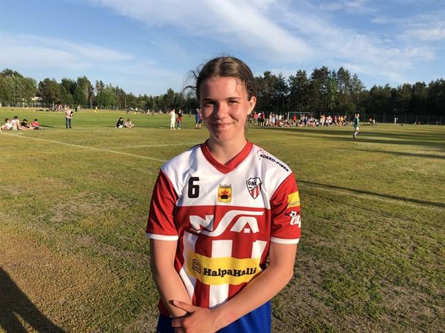 Petra Puolitaival började spela fotboll i våras. Fyra mål gjorde hon i sin tredje match.
