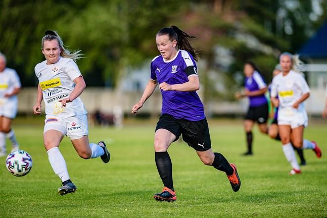 KF-10 och FC United drabbade samman i Yxpila. United vann med 3-2.