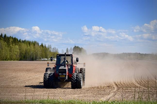 I en undersökning som gjorts av Centralförbundet för lant- och skogsbruksproducenter och Svenska lantbruksproducenternas centralförbund framkommer det att gårdarnas produktionsvolym än så länge är på en normal nivå.