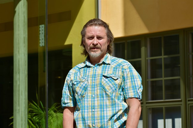 Samhället behöver reagera vid etableringar. Boende är en viktig fråga, säger Mika Helander på Åbo Akademi.