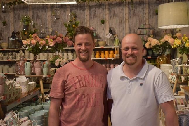 Tom och Andreas Berg har lyckats bygga upp sitt företag på fem år till den största kombinerade loppmarknad och outletbutiken i Norden.
