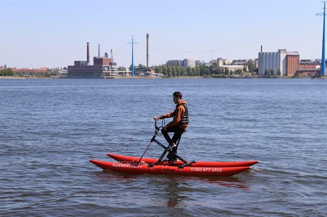 Mikael Sinikallio sommarjobbar på H2O Rental.