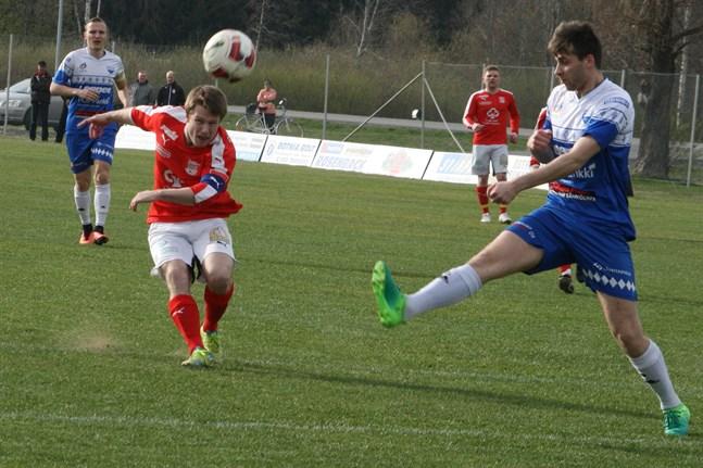 Julian Tarvoll är nu tillbaka i Kristinestad och ska spela i Sportings färger till slutet av juli.