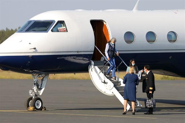 BSTvå kvinnor från Venedig anlände till Kronoby i ett privat chartrat jetplan.