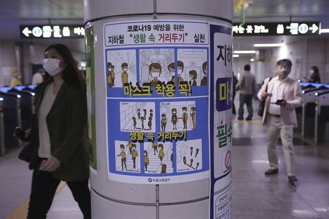 I Sydkorea är rådet att befolkningen ska bära dubbla andningsskydd under sommaren för att minska risken för smittspridning. Arkivbild.