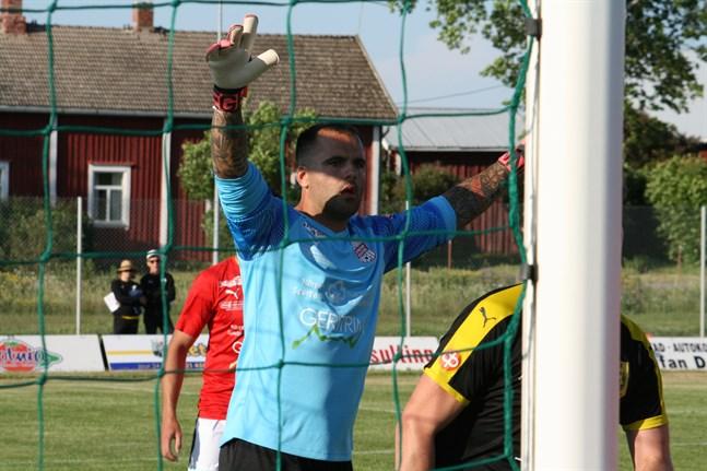 Tony Haltermann styrde och ställde från sin målvaktsposition i debutmatchen för Sporting Kristina.