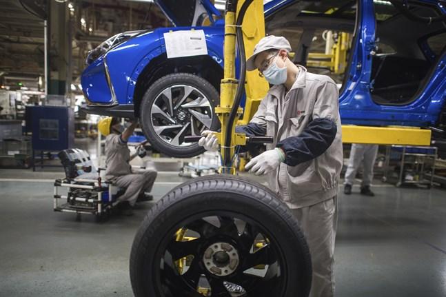 Kinas industri gör vinst igen. På bilden bilmontering i Wuhan i mars.