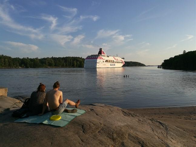 Denna sommar är det möjligt att ta färjan från Åbo och Mariehamn till Tallinn.