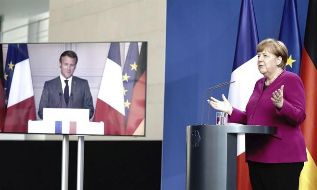 Frankrikes president Emmanuel Macron och Tysklands förbundskansler Angela Merkel höll ett toppmöte via webben den 18 maj. Nu möts de på riktigt i Berlin. Arkivfoto.