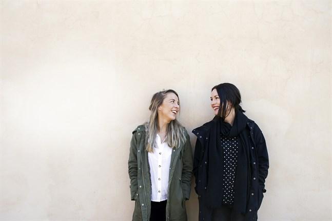 Unga scenkompaniet är Alexandra Mangs och Annika Åman.
