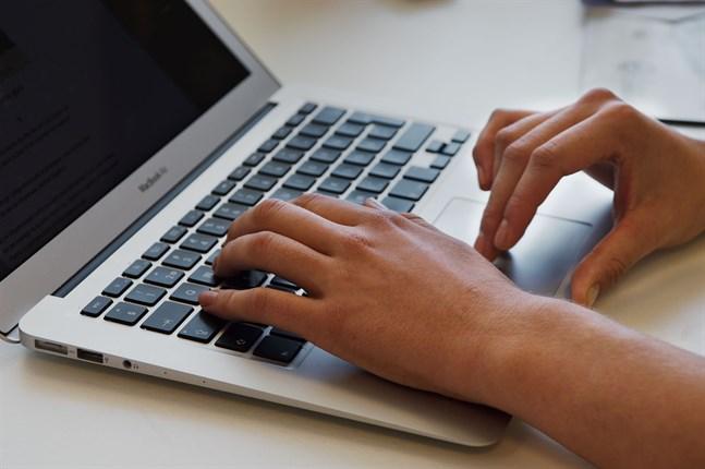 Jakobstad har beställt cirka 150 datorer i 500 euros klassen för att tillmötesgå kraven som den utvidgade läroplikten ställer.