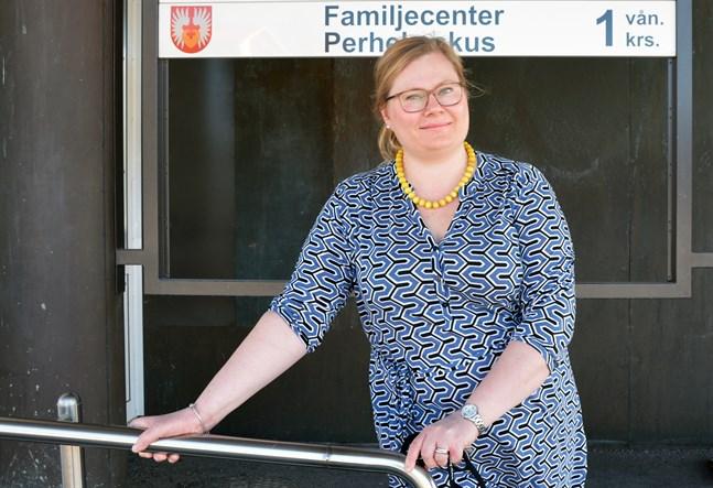 Kaskös tidigare grundtrygghetsdirektör Tiia Krooks blev vald till familjeomsorgschef i Närpes i våras. Nu har hennes efterträdare utsetts.