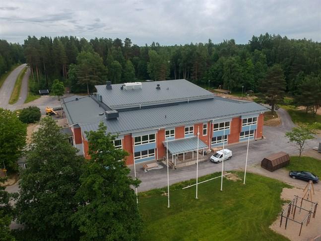 Bland annat har Centrumskolan i Oravais genomgått en grundlig renovering nyligen.