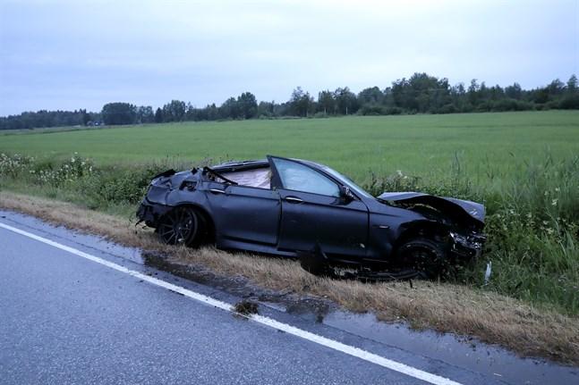 Efter gårdagens regn fanns det mycket vatten på vägen vid tiden för olyckan.