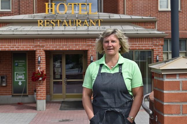 Susanne Gästgivars hotelldirektör på Hotel Vallonia, tror det kan dröja ett år tills läget återgår till det normala.