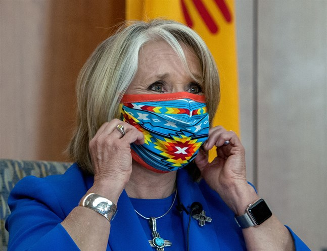 New Mexicos guvernör Michelle Grisham, här med munskydd.