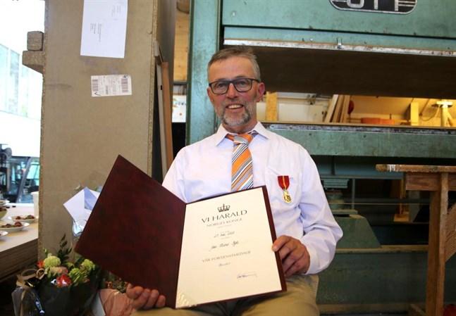 Jan Ryde, med rötter i Vasa, har tilldelats en medalj för sitt stora engagemang som orgelbyggare.