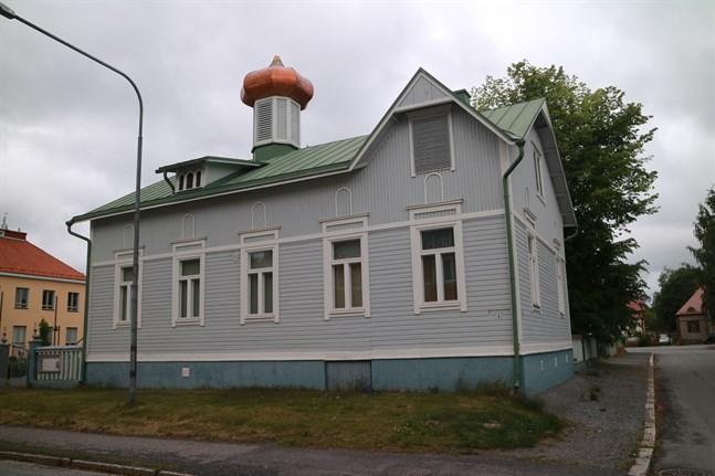 Inget kors på taket. Det ortodoxa bönehuset i Karleby drabbades av stormen.