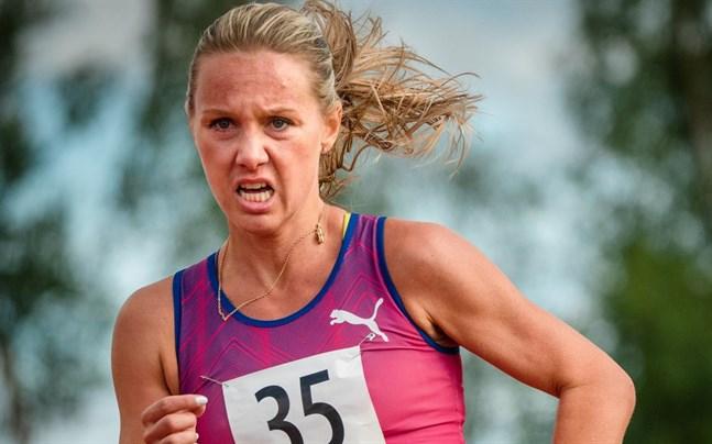 Nina Chydenius var ytterst nära att radera ut ett åtta år gammalt rekord i Esbo.