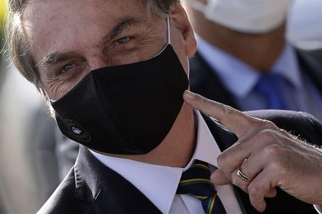 Brasiliens president Jair Bolsonaro med munskydd. Arkivbild.