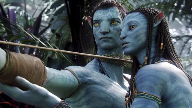 """På bilden syns karaktärerna Neytiri (till höger) och Jake i """"Avatar"""" från 2009. Arkivbild."""
