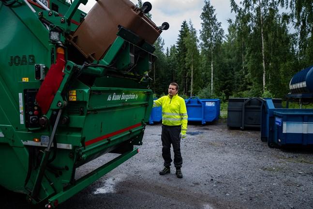 Tommy Åkers är en av sex anställda på renhållningsföretaget Rune Bergström i Korsholm.