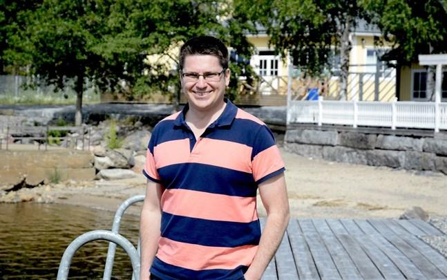 Nu gäller det att skapa jobb och få fler unga in i utbildning, anser Mikko Ollikainen.