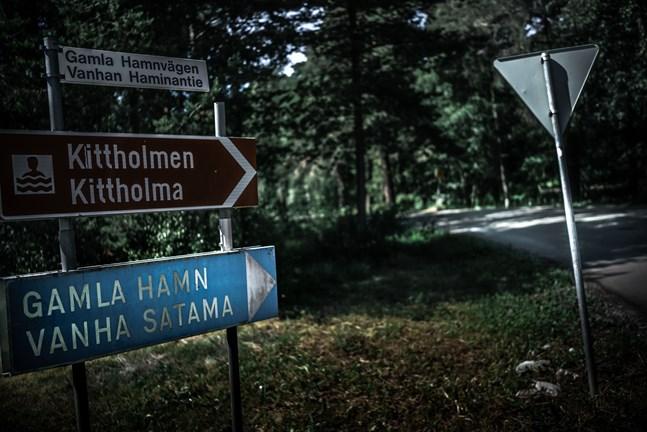 Våldtäkten ska ha skett någonstans i Gamla hamn i Jakobstad.