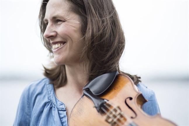 Cecilia Zilliacus samlar några av Sveriges främsta musiker i Nybrokajen i Stockholm: Emilie Hörnlund (viola) och Torleif Thedéen (cello). Åke Holmquist föreläser om Ludwig van Beethoven.