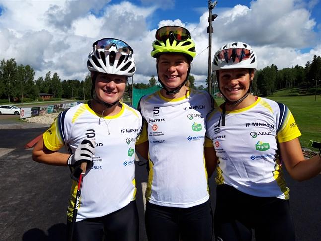 Andrea Julin, Jennie Lindvall och Julia Häger tillbringar veckan på FSS träningsläger i Vörå och för första gången alla tre i Minkens dress.