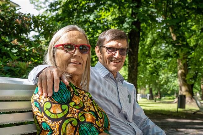 Lisbeth och Daniel Granlund har räddat hundratals barn till livet under fyrtio år i Tanzania. De är rika på upplevelser och ångrar inte en enda dag.
