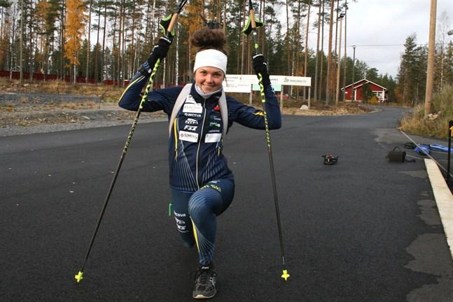 Heidi Kuuttinen och många andra skidåkare inleder tävlingssäsongen på lördag i Vörå.
