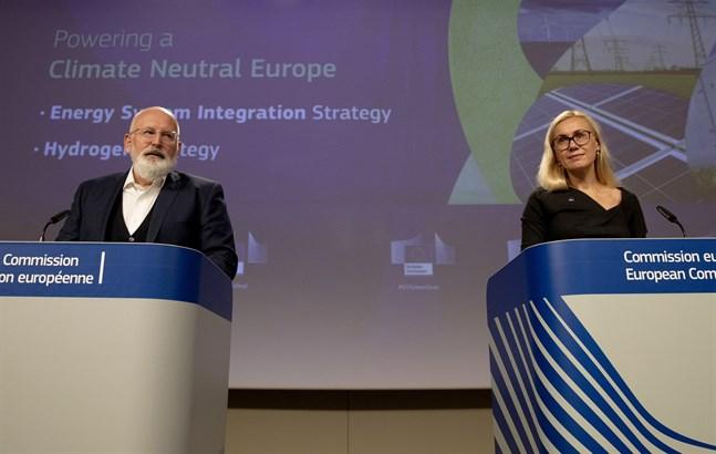 EU:s klimatansvarige förste viceordförande Frans Timmermans och energikommissionären Kadri Simson presenterar sina planer för grön vätgas.