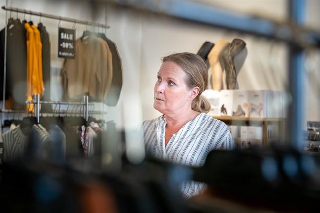 Coronakrisen fick Carola Svahn-Salomäki som driver modeaffären Karisma att tvivla på framtiden. Nu ser den ljus ut igen.
