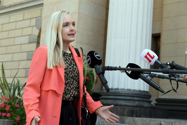 Inrikesminister Maria Ohisalo säger att regeringen hoppas att Finland så snart som bara möjligt kan lyfta reserestriktionerna för Sverige.