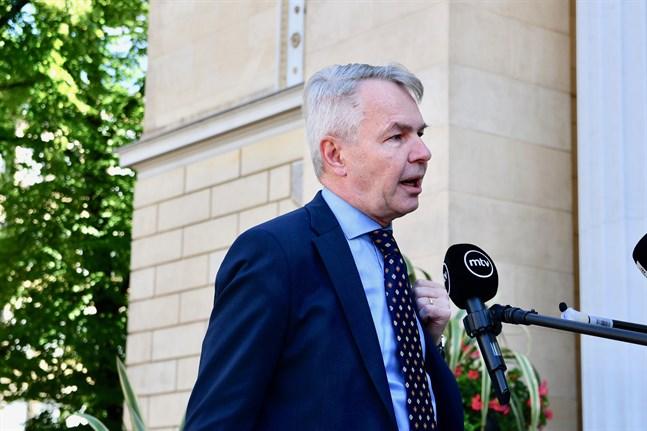 Utrikesminister Pekka Haavisto vill att de gripna demonstranterna i Ryssland ska friges.