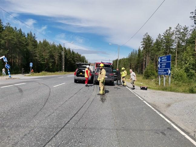 Trafiken på omfartsvägen stördes under röjningsarbetet.