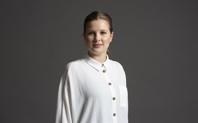 Emilia Hoving är en ung. lovande dirigent.