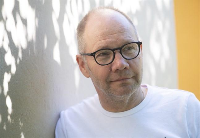"""Författaren och historikern Peter Englunds bok """"Söndagsvägen"""" skildrar 1960-talet utgående från ett sexmord"""
