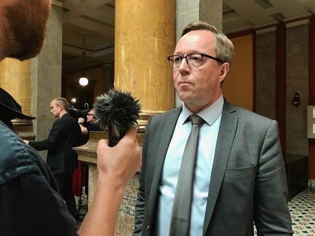 Enligt Iltalehti har Mika Lintilä (C) använt statens kreditkort flitigast hittills i år av ministrarna i Sanna Marins (SDP) regering.