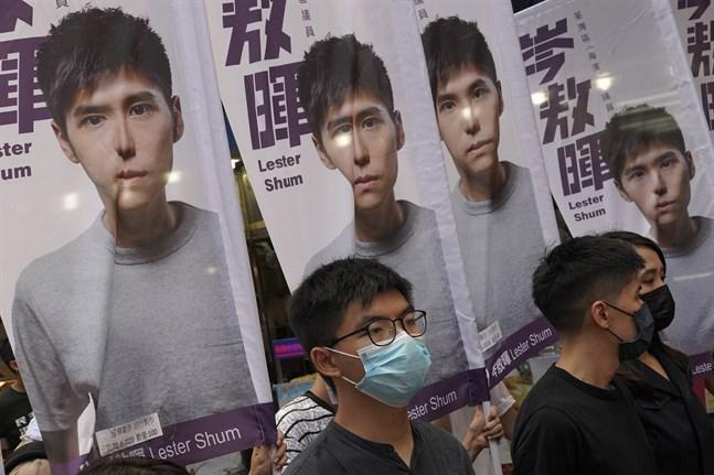 Demokratiaktivisten Joshua Wong deltar i valrörelsen i mitten av juni. Sedan dess har han hoppat av sitt eget parti Demosisto, i spåren av Pekings nya säkerhetslag som misstänks rikta in sig just på namnkunniga aktivister som Wong.