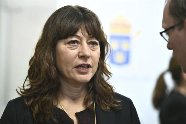 """Det är """"gräddan av kriminaliteten"""" som använt sig av telefonerna som spårats av Europol, enligt Lise Tamm, chef för riksenheten mot internationell och organiserad brottslighet vid Åklagarmyndigheten."""