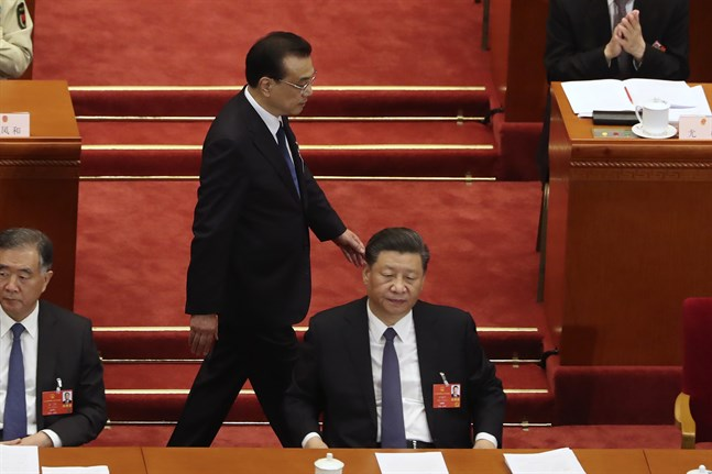 Kinas president Xi Jinping. I bakgrunden premiärminister Li Keqiang. Arkivbild.
