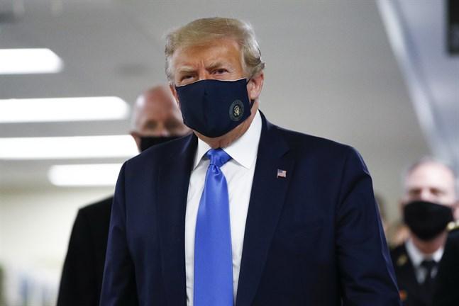 USA:s president Donald Trump vid ett besök på ett militärsjukhus.