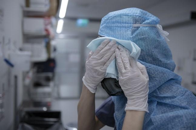I mitten av maj hade över 10300 människor som arbetar inom vård och omsorg testat positivt för coronaviruset, enligt siffror från Folkhälsomyndigheten. Arkivbild.