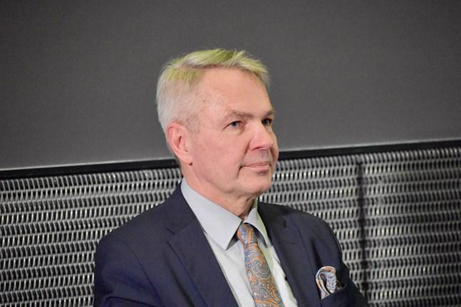 Utrikesminister Pekka Haavisto (Gröna) deltog på måndagen i EU-ländernas utrikesministrars första fysiska möte på över fyra månader. Arkivbild.